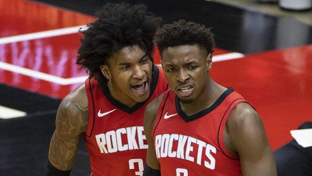 Rozehrávač Houstonu Kevin Porter (vlevo) dostal od vedení NBA pokutu 50 000 dolarů (asi 1,07 milionu korun) za návštěvu striptýzového klubu.