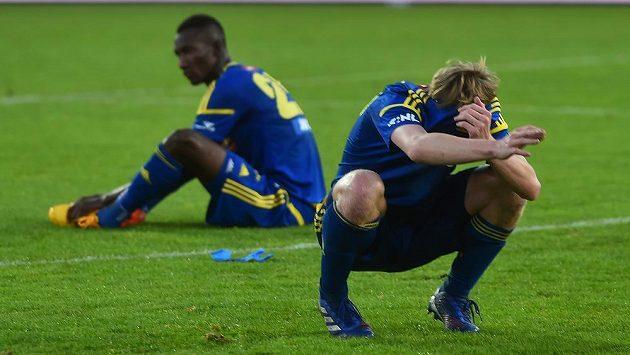 Zklamaní fotbalisté Jihlavy. Doma jen remizovali s Karvinou a musí na první ligu na další rok zapomenout.