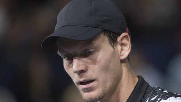 Zadumaný český tenista Tomáš Berdych. Spojí skutečně síly s některou z legend?