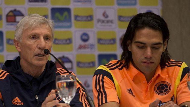 Kolumbijský trenér Jose Pekerman (vlevo) a Radamel Falcao oznamují, že hráč se blížícího se mistrovství světa v Brazílii nezúčastní.