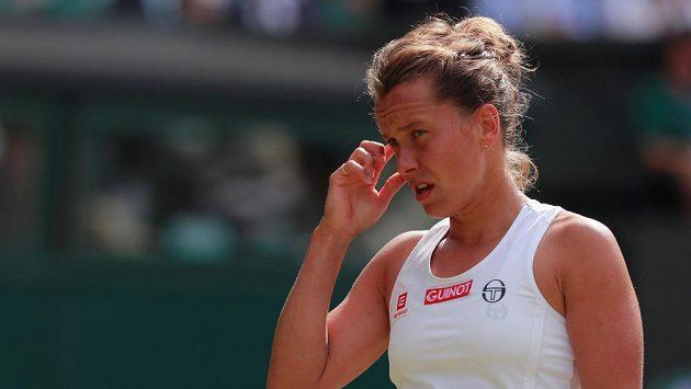 Barbora Strýcová ve čtvrtfinále s Britkou Johannou Kontaovou.