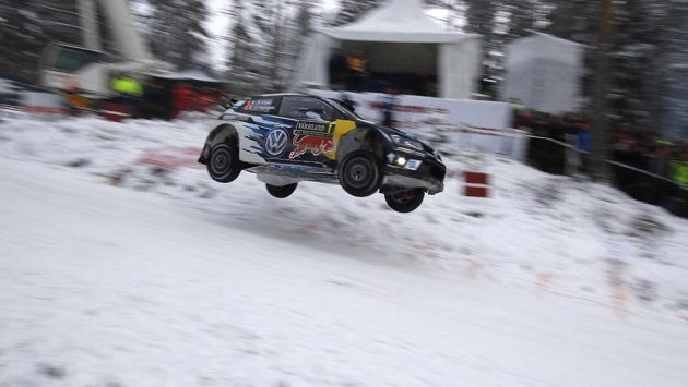 Francouzská posádka Sebastian Ogier, Julien Ingrassia s VW Polo na trati Švédské rallye.