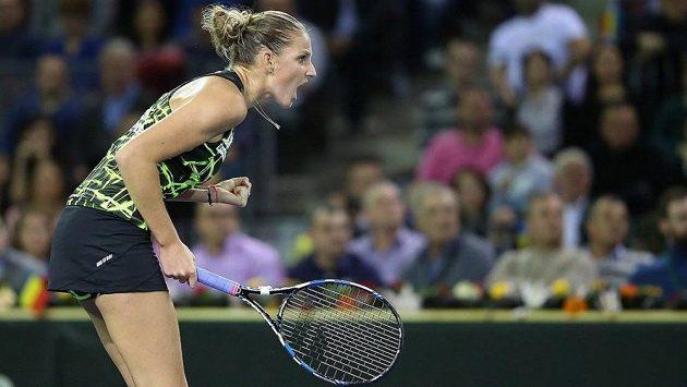 Karolína Plíšková se hecuje v utkání 1. kola Fed Cupu v Rumunsku.