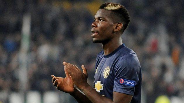 Paul Pogba z Manchesteru United oslavuje vítězství na hřišti Juventusu.