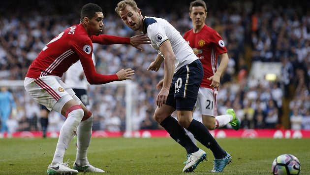 Anglický Tottenham se loučí se stadionem White Hart Lane. V posledním utkání na legendárním stánku vyhráli domácí nad Manchesterem United.