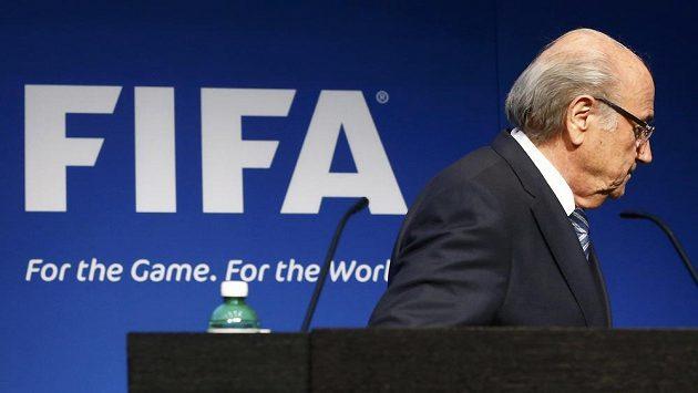 Konec éry Seppa Blattera. Předseda FIFA v úterý rezignoval na svou funkci.