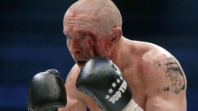 S krvavým zraněním dokončil Lukáš Konečný svůj souboj o titul mistra světa
