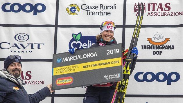 Kateřina Smutná se na Marcialonze na stupně vítězů těsně nevešla, připsala si ale cennou prémii za nejrychlejší čas v cílovém stoupání na Cascatu.