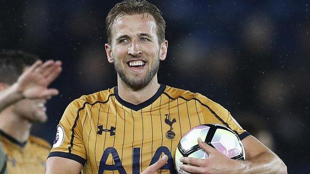 Byl to jeho zápas! Útočník Tottenhamu Harry Kane čtyřmi góly pomohl svému týmu k vysoké výhře 6:1 na hřišti loňského mistra z Leicesteru.