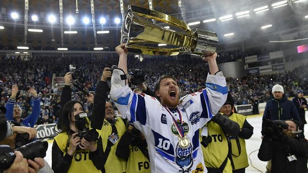 Martin Erat z Brna se raduje z výhry a zisku titulu.
