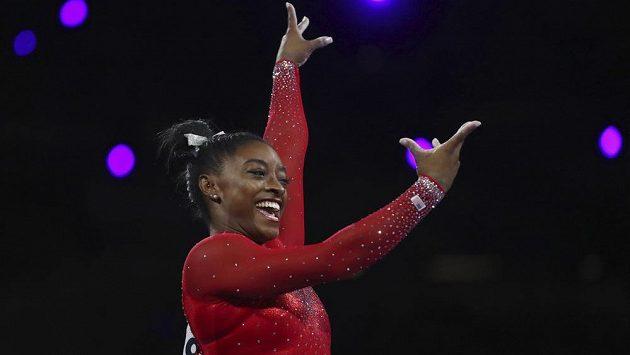 Americká sportovní gymnastka Simone Bilesová ziskem 23. medaile na MS vyrovnala dosavadní rekord Vitalije Ščerba.