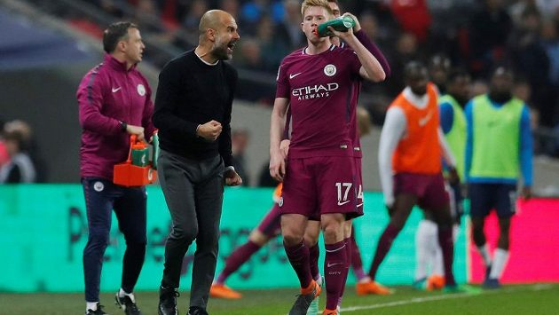 Manchester City udělal výhrou nad Tottenhamem 3:1 další krok k triumfu v Premier League. Hodně to prožíval manažer Pep Guardiola (vlevo).
