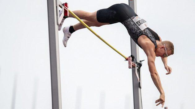 Americký tyčkař Sam Kendricks během atletického mítinku Zlatá tretra. Ilustrační foto.