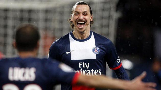 Kanonýr PSG Zlatan Ibrahimovic slaví dvoubrankovou výhru nad Girondins Bordeaux.