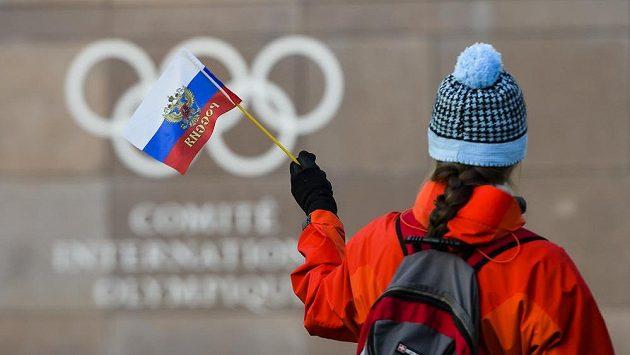 MOV rozhodl o suspendaci Ruského olympijského výboru. Ruští sportovci mohou na ZOH v Pchjongčchyngu závodit jen pod neutrální vlajkou