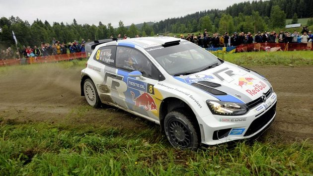 Francouz Sébastien Ogier s Volkswagenem Polo během Finské rallye, kterou vyhrál.