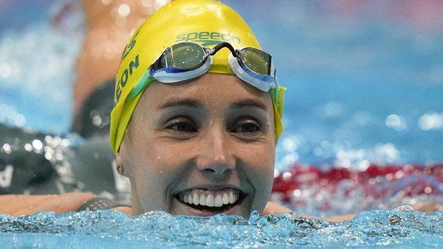 Emma Mckeonová z Austrálie, slaví vítězství v závodu na 50 m volný způsob na OH v Tokiu.