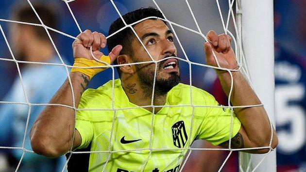 útočník Atlétika madrid Luis Suárez během utkání s Levante.