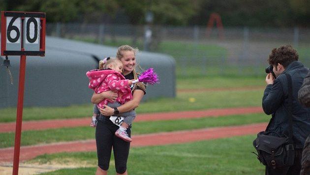 Alice Burchová uběhla za 60 dní 60 maratónů. Nikdo není lepší. A její dcera to ví, máma je už zase doma.