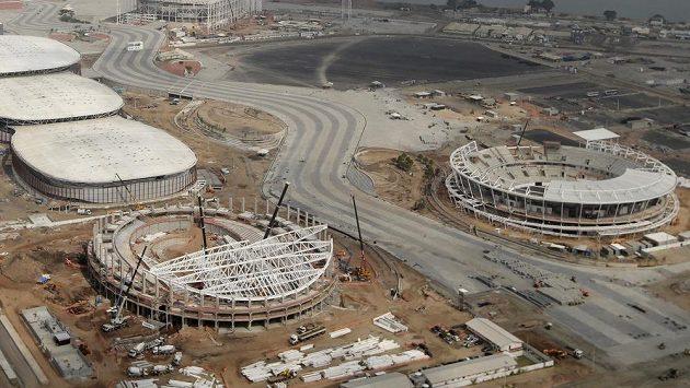 Stadióny v brazilském Rio de Janeiru, kde se příští rok uskuteční letní olympijské hry, ve výstavbě.