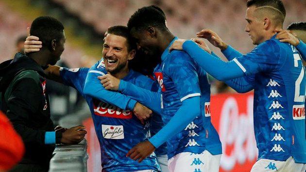 Fotbalisté Neapole se radují z branky