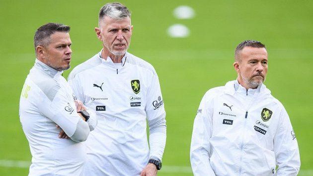 Manažer reprezentace Libor Sionko, trenér Jaroslav Šilhavý a asistent Jiří Chytrý během tréninku fotbalové reprezentace.