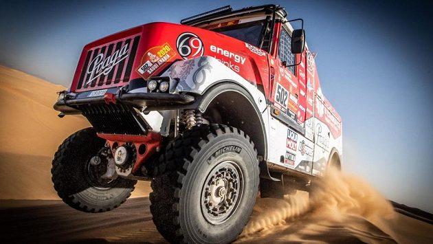 Aleš Loprais chystá na příští ročník Dakaru dva kamiony - Lady a Královnu.