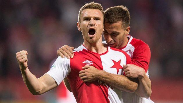 Útočník Slavie Muris Mešanovič (vlevo) se raduje z gólu.