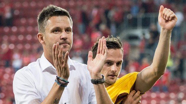 Trenér Sparty Praha David Holoubek a Mario Holek po vítězství nad Hapoelem Beer Ševa.