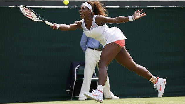 Serena Williamsová je ve Wimbledonu zatím suverénní.