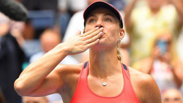 Německá tenistka Angelique Kerberová se stala první semifinalistkou letošního US Open.