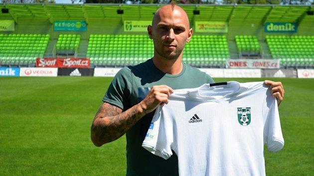 Bývalý slovenský reprezentant do 21 let Peter Štěpanovský z Dunajské Stredy je druhou posilou fotbalové Karviné.
