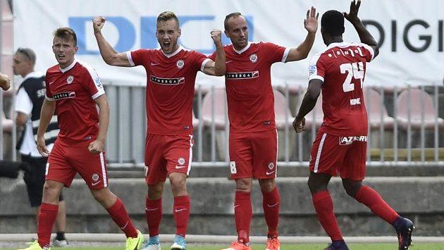 Hráči Brna slaví gól do sítě Baníku v 1. kole HET ligy - ilustrační foto.