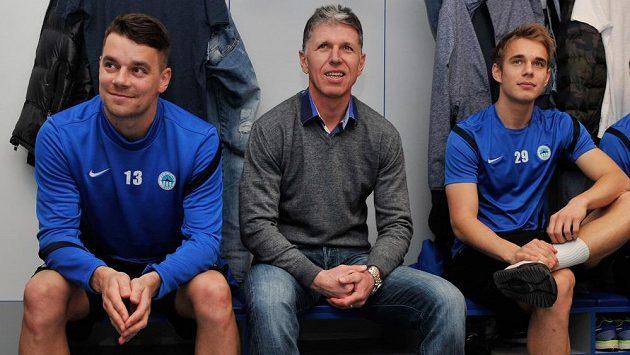 Liberecký trenér Jaroslav Šilhavý s hráči Ondřejem Kušnírem (vlevo) a Lukášem Pokorným (vpravo).
