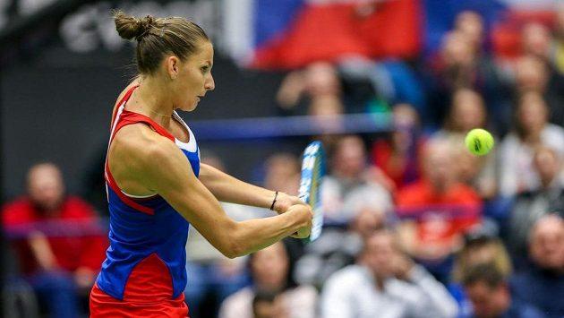 Karolína Plíšková v úvodní dvouhře proti rumunské tenistce Mihaele Buzarnescuové.