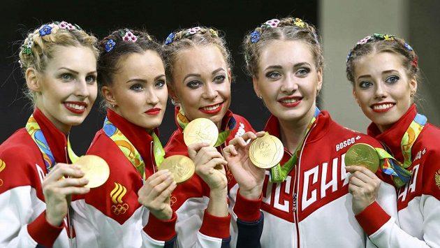Ruské gymnastky se zlatou olympijskou medailí.