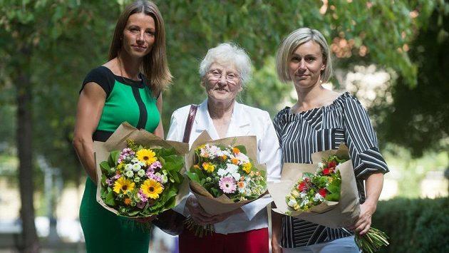 Žokejky (zleva) Martina Havelková, Míla Hermansdorferová a Vendula Korečková při setkání s novináři 21. srpna 2018 v Praze.