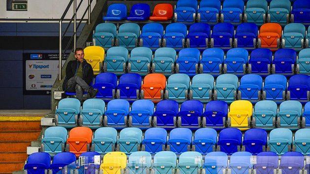 Hokejová extraliga zatím zápasy odkládá. Stále ale hrozí i konec soutěže