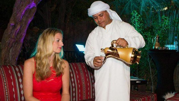 Petra Kvitová na hráčském večírku v Dubaji. Po něm ztratila skvěle rozehraný zápas.