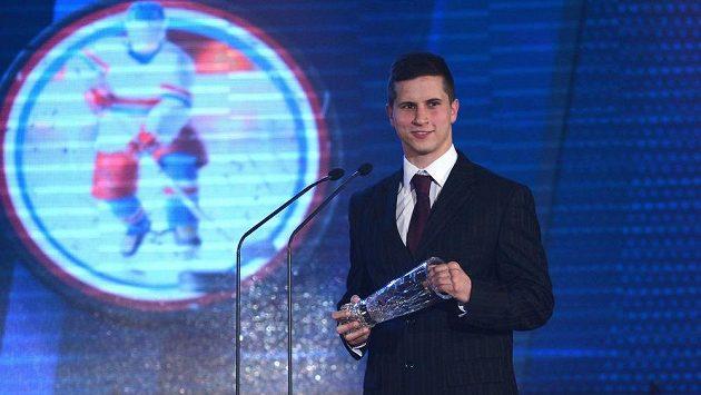 Brankář Libor Kašík s cenou deníku Právo pro nejlepšího brankáře uplynulé extraligové sezóny.