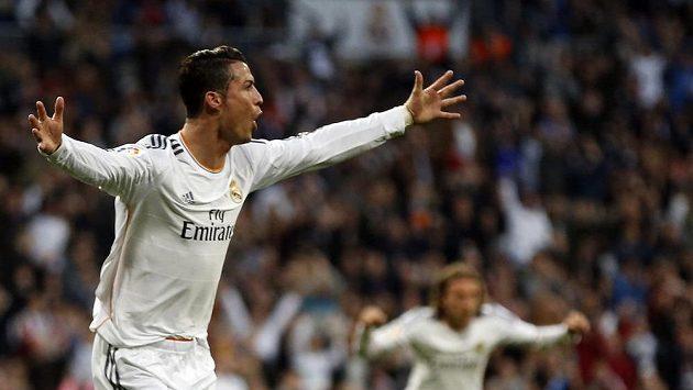 Cristiano Ronaldo z Realu Madrid se raduje ze vstřelení gólu do sítě Levante.