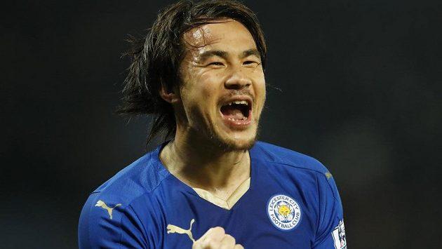 Radost Šindžiho Okazakiho, střelce vítězného gólu Leicesteru.