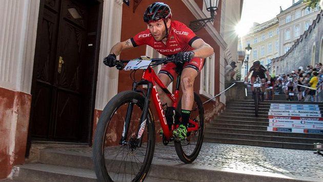 Florian Vogel ze Švýcarska během závodu horských kol Pražské schody.