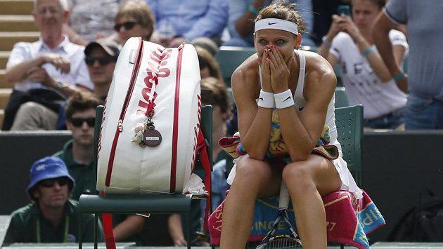 Slzy štěstí Lucie Šafářová po postupu do semifinále slavného Wimbledonu.