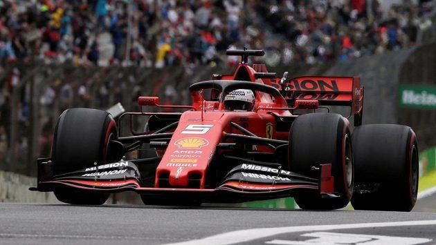 Němec Sebastian Vettel při tréninku v Brazílii.