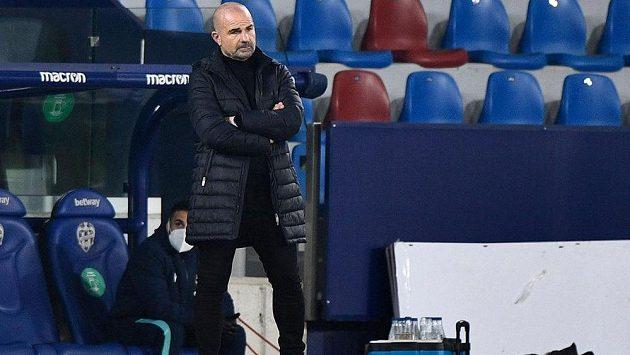 Vedení Levante oznámilo odvolání kouče Paca Lópeze, o jehož osudu rokovalo představenstvo na nočním jednání.