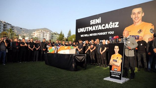 V Turecku se naposledy rozloučili s Josefem Šuralem.