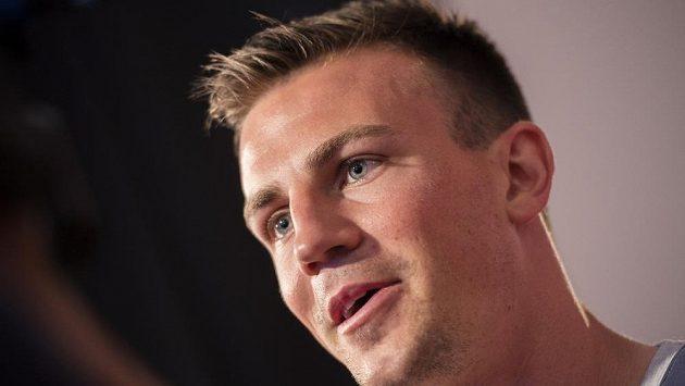 Český fotbalista Vladimír Darida trpí při létání.