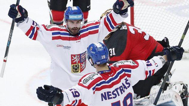Radost českého týmu, Michal Řepík srovnal na 1:1 utkání s Kanadou na Channel One Cupu.