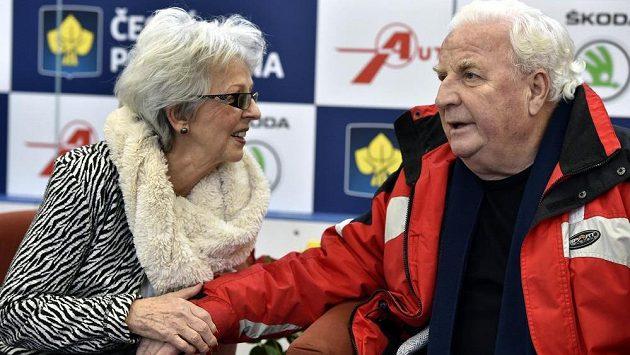 Benefiční show na počest 80. narozenin dvojnásobného mistra Evropy Karola Divína (vpravo). Vlevo je jeho manželka Miroslava Divínová.